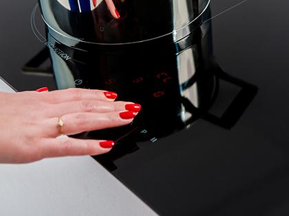 Jak prawidłowo czyścić płytę ceramiczną?