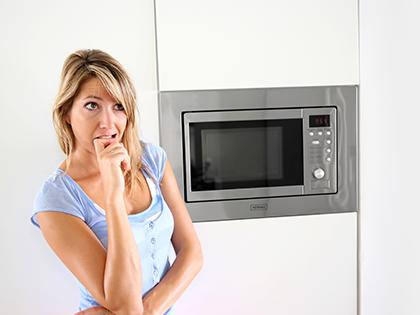 Mycie kuchenki mikrofalowej – czego nie robić?