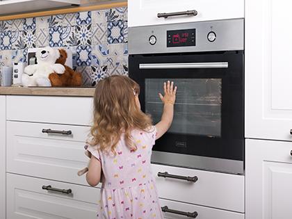 Poznaj rozwiązania ułatwiające czyszczenie piekarnika